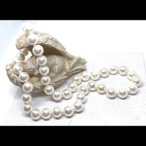 """Classic White Glass Pearl Knotted 18"""" Necklace"""